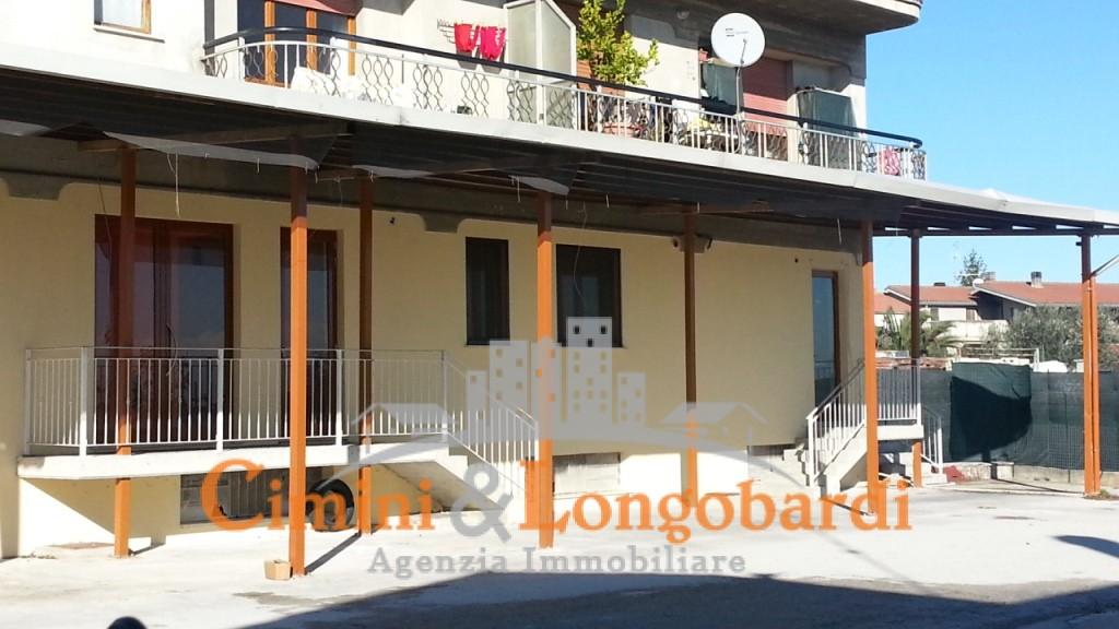 Nereto vendesi o affittasi Locale commerciale fronte strada - Immagine 4