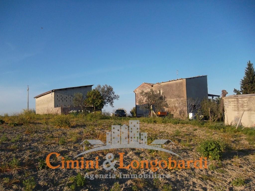 Casa affiancata con terreno agricolo a Campli - Immagine 7