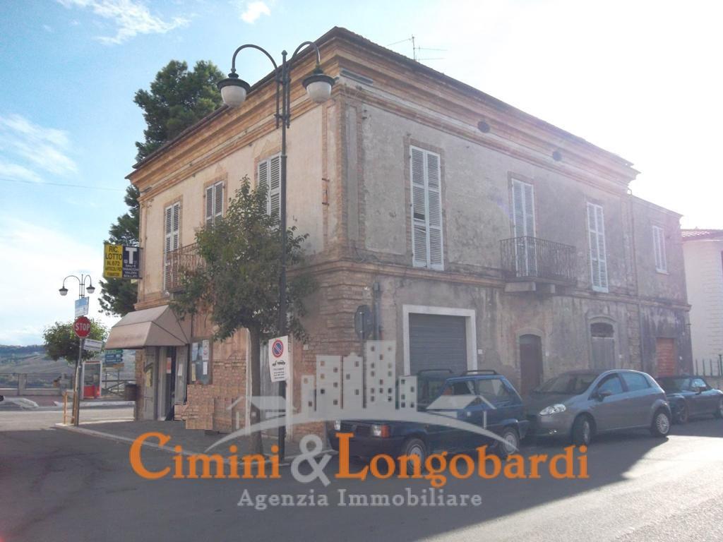 Vendesi casa storica in pieno centro storico a sant 39 omero for Piccoli piani di casa storica
