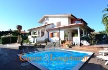 Villa singola con piscina e giardino