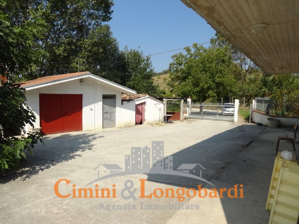 Casa singola con terreno a Sant'Egidio alla Vibrata - Immagine 3