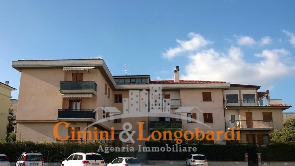 A soli € 75.000,00  Appartamento Completo di box auto, cantina e soffitta.