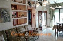 Appartamento di 110 mq in posizione centrale a soli € 90.000 - Immagine 2