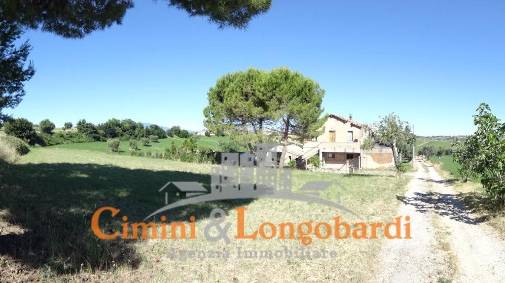 Casale con terreno… Zona  panoramica con vista mare - Immagine 4