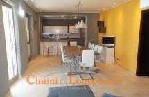 Villino con 2 appartamenti.. Zona centralissima - Immagine 1