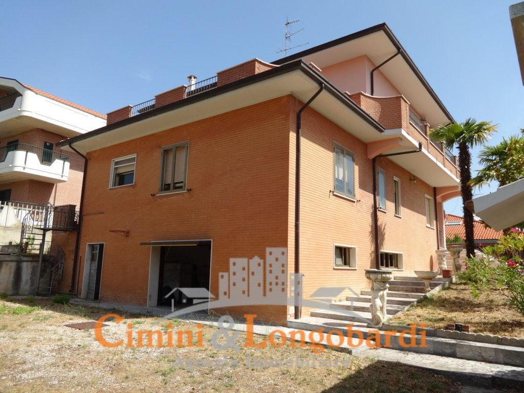 Esclusiva Villa in stile Americano.. Con stupenda vista - Immagine 2