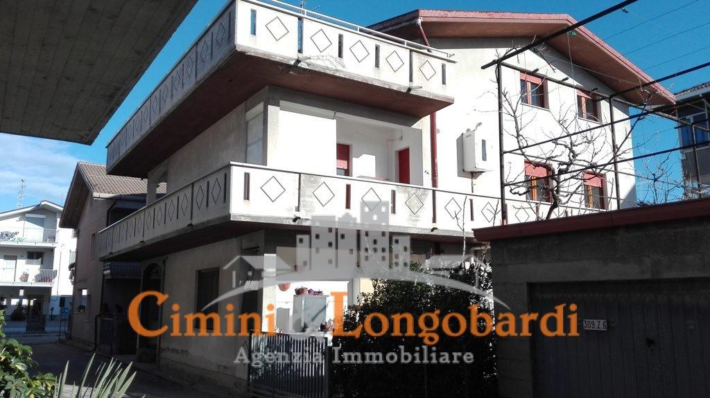 Casa indipendente con 3 appartamenti separati