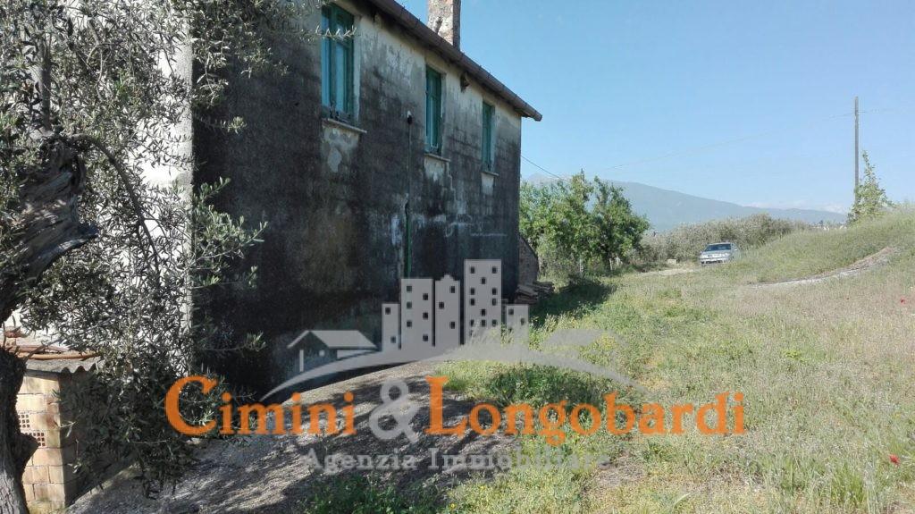 Casa con terreno di mq 20.000 - Immagine 2