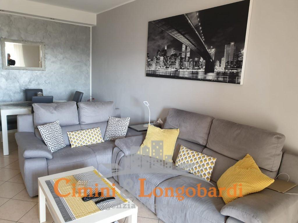 Appartamento stupendamente arredato - Immagine 2