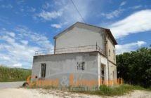 Casa indipendente su 2 livelli con terreno di mq 1.200 - Immagine 3