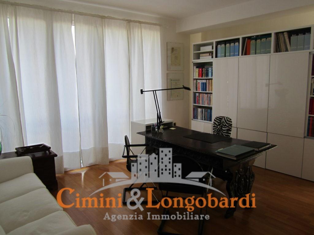 Appartamento ampio e centralissimo - Immagine 4