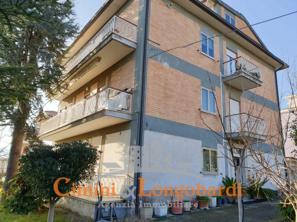 Edificio con 3 unità abitative