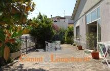 Casa singola con corte privata.. Frazione Villa Camera - Immagine 2