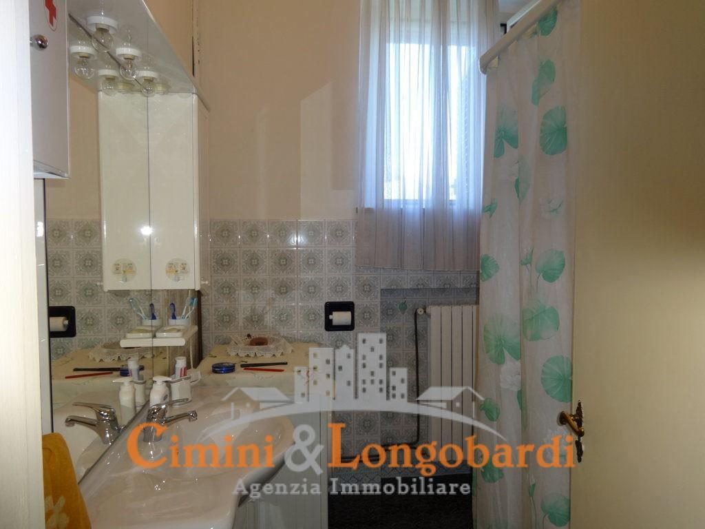 Casa singola con corte privata.. Frazione Villa Camera - Immagine 8
