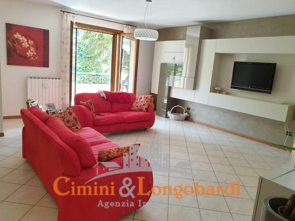 Appartamento residenziale con grande giardino - Immagine 3