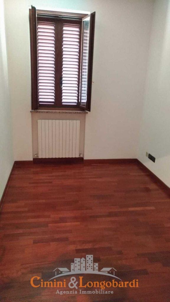Appartamento residenziale con box auto cantina e posto auto - Immagine 7