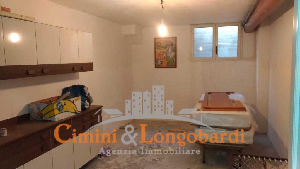 Appartamento residenziale con box auto cantina e posto auto - Immagine 10