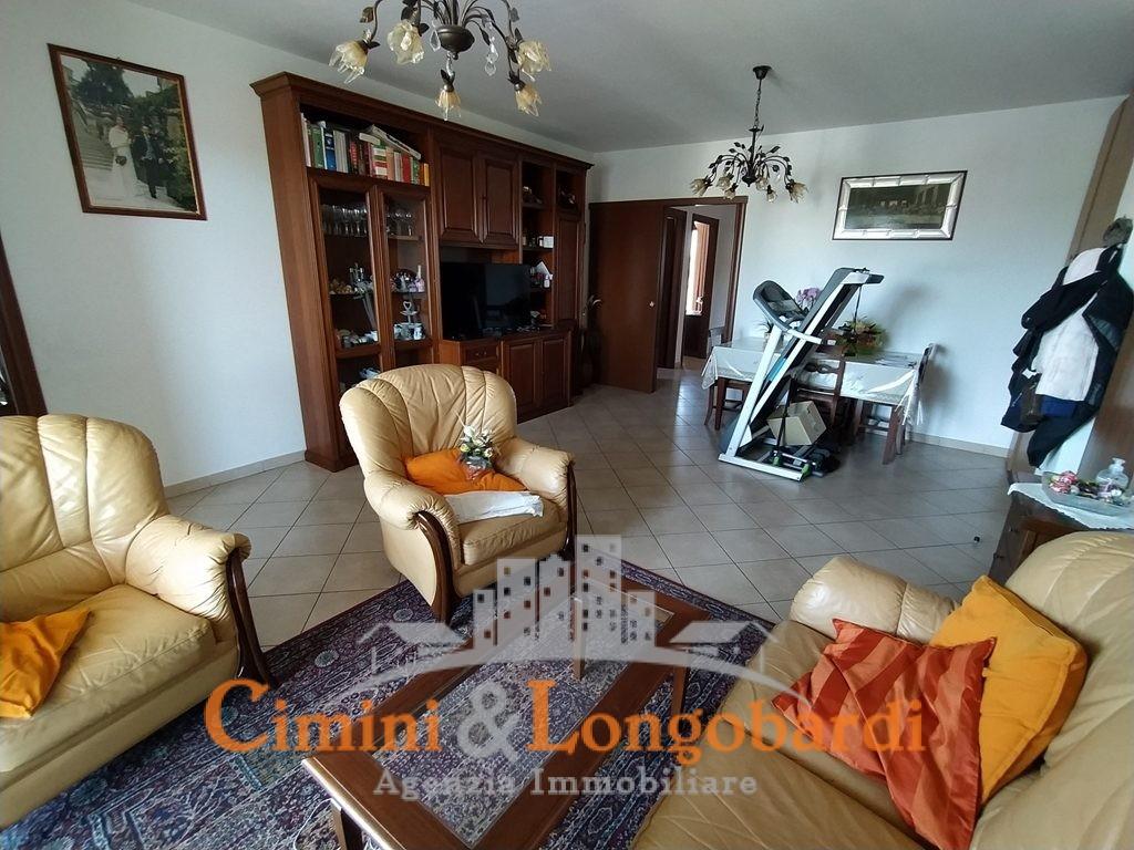 Ampio appartamento residenziale in vendita - Immagine 2