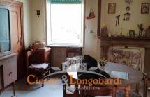 Casa singola con terreno.. Centralissima - Immagine 4