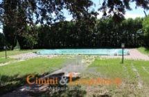 Villa con piscina e terreno - Immagine 3