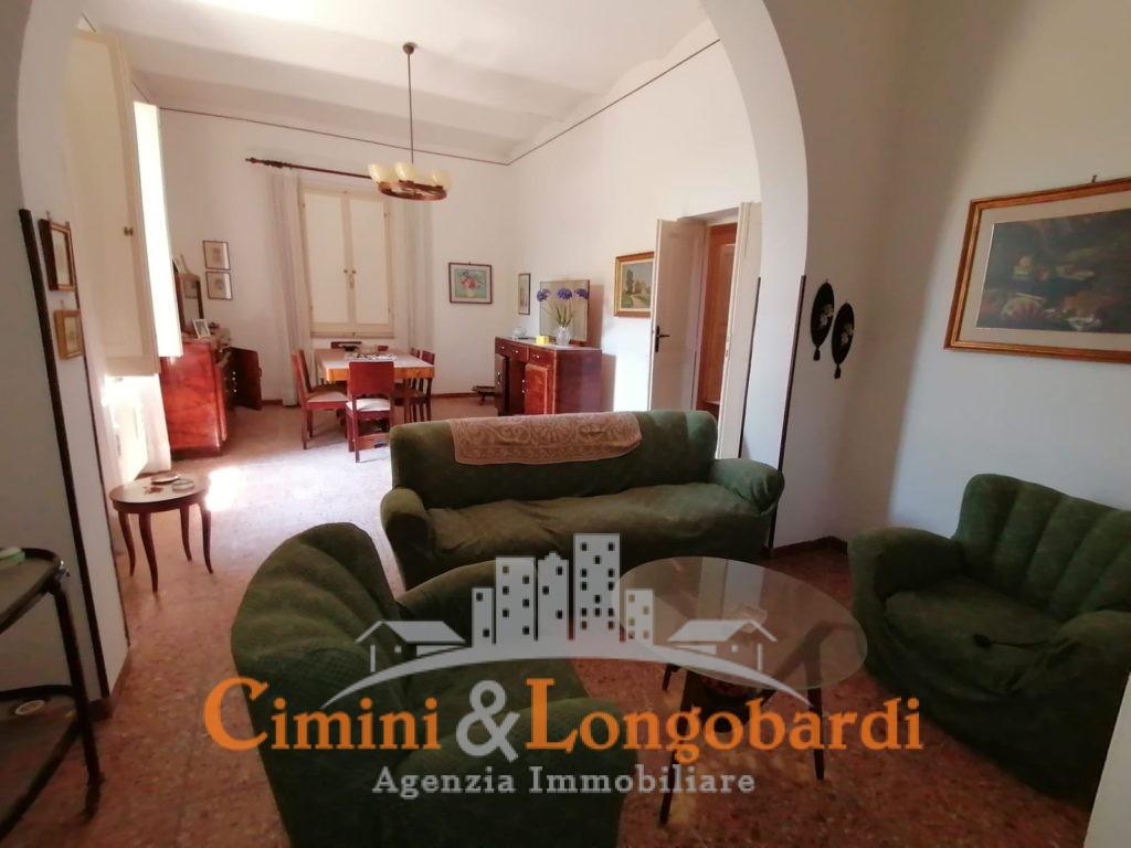 Villa storica in posizione centralissima.. Sant'Omero - Immagine 3
