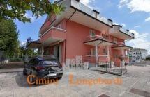 Villino a schiera in Bifamiliare su 4 livelli, con giardino privato.