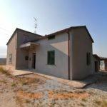 Casa singola con corte e terreno edificabile