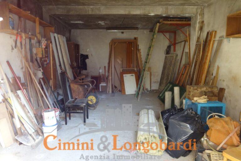 Locale ad uso deposito o rimessa, con corte esterna recintata. - Immagine 4