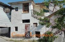 Casa con terreno di mq 20.000 - Immagine 1