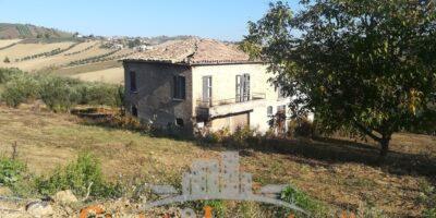 Torano Nuovo Casolare con terreno agricolo