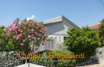 Casa singola con corte privata.. Frazione Villa Camera - Immagine 1