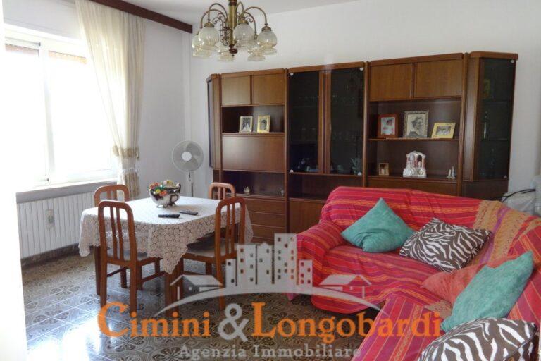 Casa singola con corte privata.. Frazione Villa Camera - Immagine 3