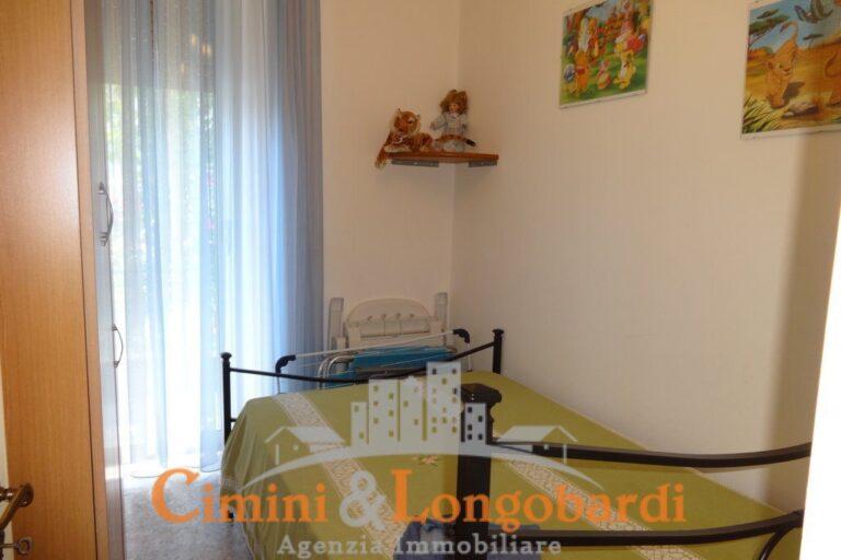 Casa singola con corte privata.. Frazione Villa Camera - Immagine 7