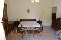 Casa singola con corte privata.. Frazione Villa Camera - Immagine 6