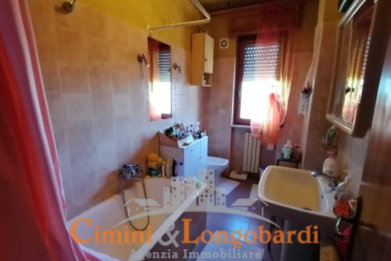 Ampio Appartamento con box auto.. In via Carlo Marx - Immagine 7