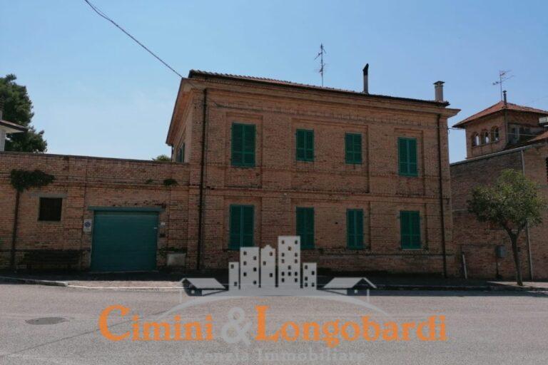 Villa storica in posizione centralissima.. Sant'Omero - Immagine 10