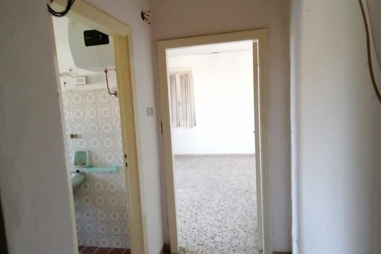 Casa affiancata su 2 livelli con corte esclusiva - Immagine 8