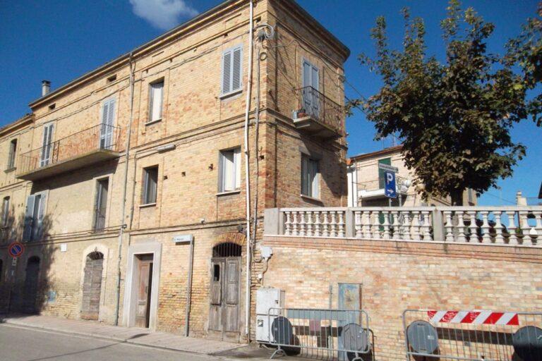 Casa storica in centro a Controguerra - Immagine 9