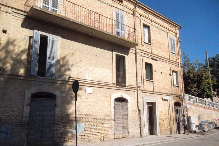 Casa storica in centro a Controguerra - Immagine 8