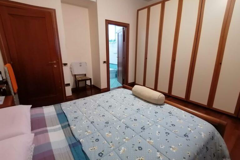 Luminoso Appartamento con posto auto e cantina.. Centralissimo - Immagine 5