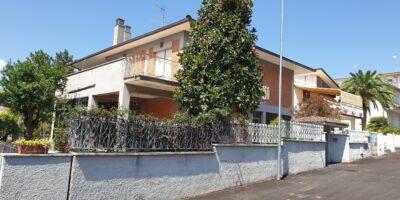 Casa Singola con 2 unità abitative separate.. NERETO